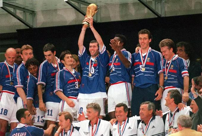 Trả lời truyền thông, tiền vệ đang khoác áo MU liên tưởng tới chiến thắng của những đàn anh năm 1998, với người hùng Zidane.