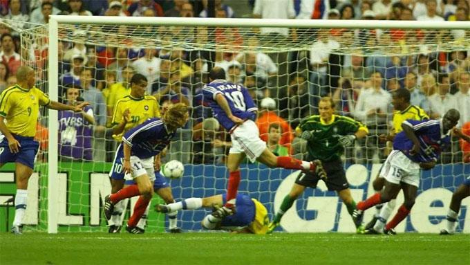 Zidane trở thành người hùng của tuyển Pháp khi tỏa sáng đem về chiến thắng trước Brazil ở chung kết 20 năm trước.
