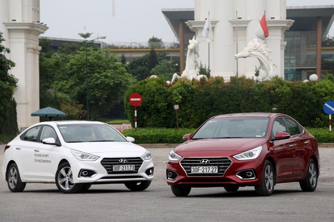 So với thế hệ cũ, Accent 2018 được Hyundai làm dài hơn 70 mm, rộng hơn 24 mm, cao hơn 5 mm và chiều dài cơ sở tăng thêm 30 mm so với thế hệ cũ với các con số dài x rộng x cao cụ thể là 4.440 x 1.729 x 1.460 mmcùng khoảng sáng gầm xe 2.600 mm. Những thay đổi cơ bản này, giúp Accent 2018 mở rộng hơn nhóm khách hành mục tiêu. Kiểu dáng thời trang, lịch lãm, màu sắc đa dạng, đi kèm không gian rộng rãi phù hợp với khách hàng ở nhiều độ tuổi khác nhau, hướng tới người trẻ thích cá tính, gia đình nhỏ hay cả những người mua xe kinh doanh dịch vụ.