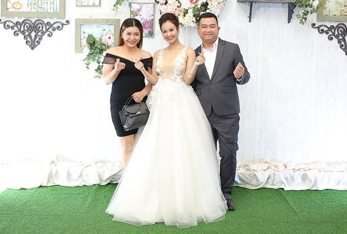 Ca sĩ Bảo Trâm đến chúc mừng vợ chồng Hà Thúy Anh - Tuấn Mario.