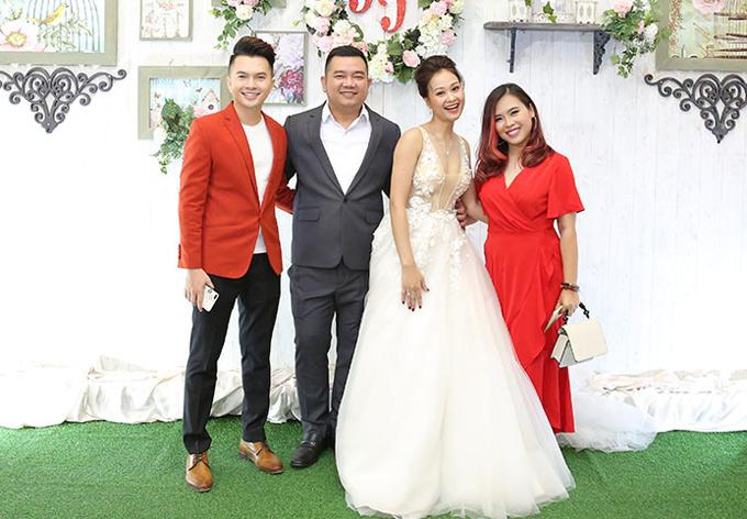 Nam Cường và đạo diễn Thanh Nhân diện trang phục nổi bậtđi tiệc.