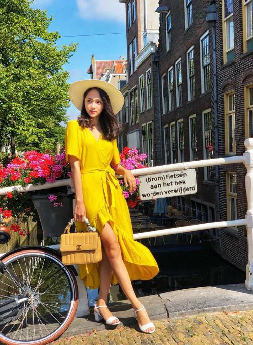 Hoa hậu chuyển giới Hương Giang hóa cô gái Hà Lan trong bức hình mới đăng tải.