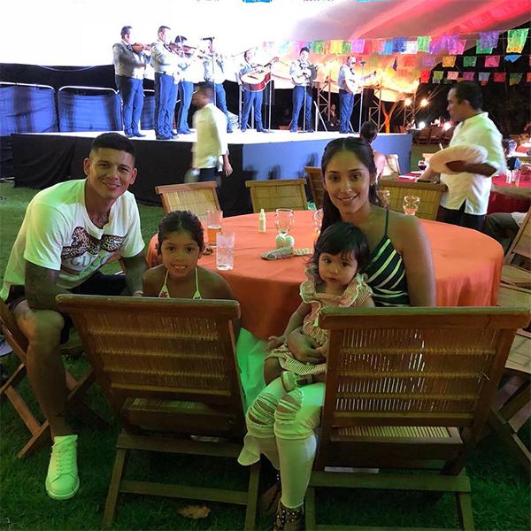 Rojo vui bên vợ và haicon gáiở Mexico. Ảnh: Instagram.
