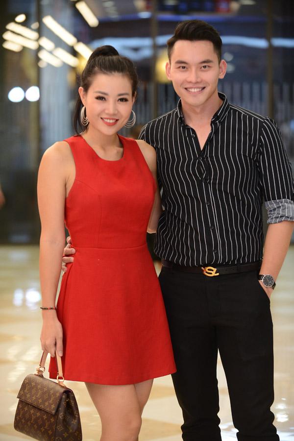 Thanh Hương không ngần ngại ôm eo tình tứ khi hội ngộ MC Mạnh Khang.