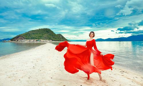 """Người mẫu cao nhất VN """"phiêu"""" với nắng gió ở Nam Vân Phong"""
