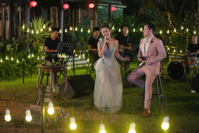 Trong dự án âm nhạc lớn nhất năm 2018, Lam Trường quyết định mời Hồng Nhung tái hợp, thể hiện lại Tình yêu tôi hát.