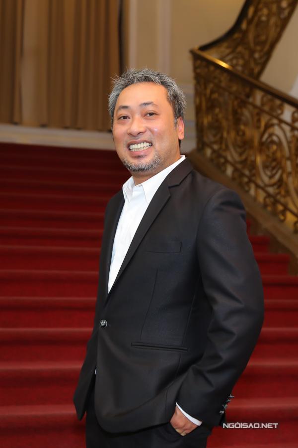 Đạo diễn Nguyễn Quang Dũng đến trao giải cho các nhà làm phim trẻ.
