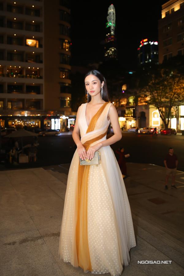 Jun Vũ khoe vẻ đài các cùng thiết kế của Lê Thanh Hoà.