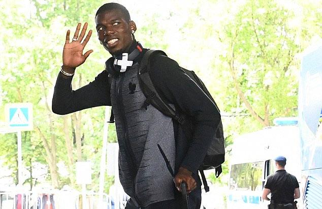 Pogba cũng kiềm chế được cái tôi để hòa nhập tốt vào hàng tiền vệ của Les Bleus.