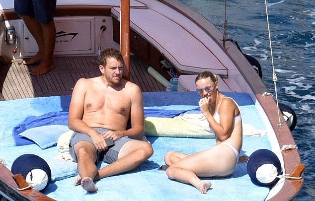 Trước khi yêu David Lee, Wozniacki có thời gian dài cặp kè với tay golf Rory McIlroy.