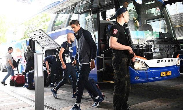 Trung vệ Varane thể hiện phong độ xuất sắc để trở thành lá chắn thép trước khung thành thủ môn Lloris.