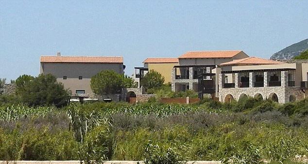 Việc ký hợp đồng được thực hiện ở khu nghỉ dưỡng của C. Ronaldo.