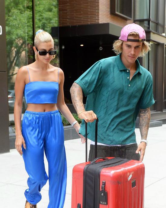 Justin và Hailey diện đồng hồ đôi khi xuất hiện hôm 13/7.