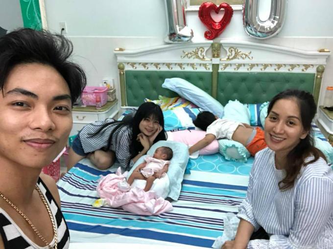 Phan Hiển - Khánh Thi khoe ảnh cuộc sống đời thường hạnh phúc của gia đình.