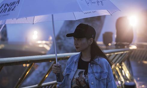 Thanh Hằng cùng dàn mẫu dầm mưa tập catwalk