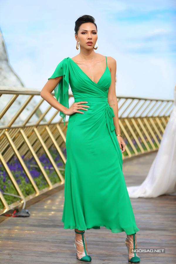 HHen Niê diện váy xẻ cao nổi bật bên dàn người đẹp - 6