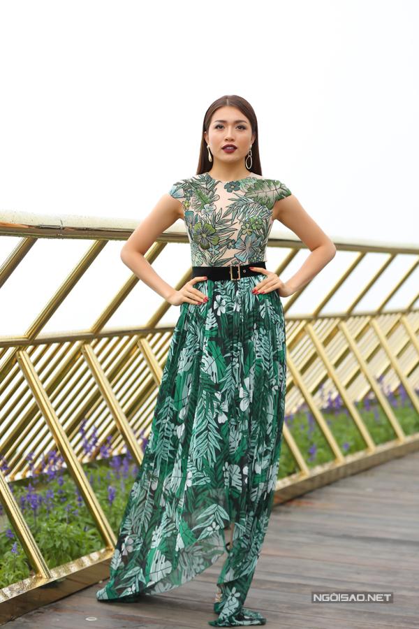 HHen Niê diện váy xẻ cao nổi bật bên dàn người đẹp - 1