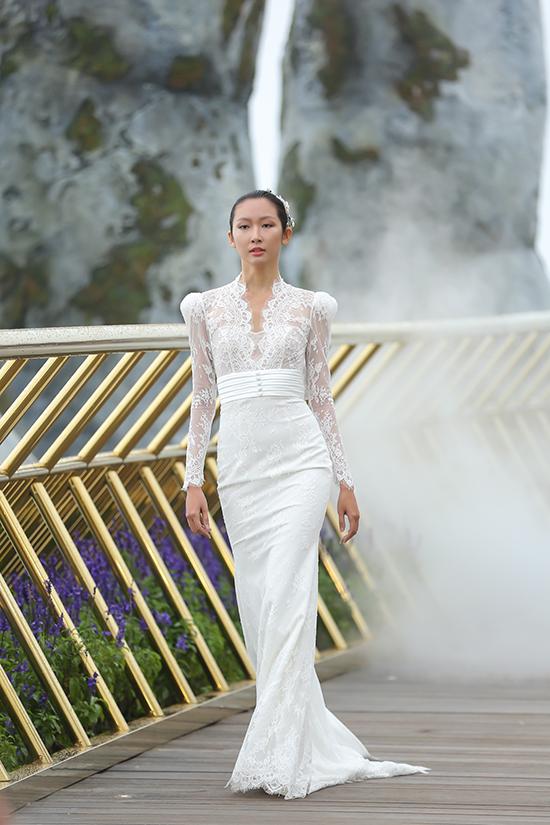 Nhà thiết kế rất tâm đắc và đầu tư trong việc tìm hiểu để bắt kịp với những xu hướng thiết kế cưới đương đại trên thế giới.
