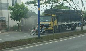 Tài xế ôtô tải húc đổ xe cảnh sát khi bị tuýt còi