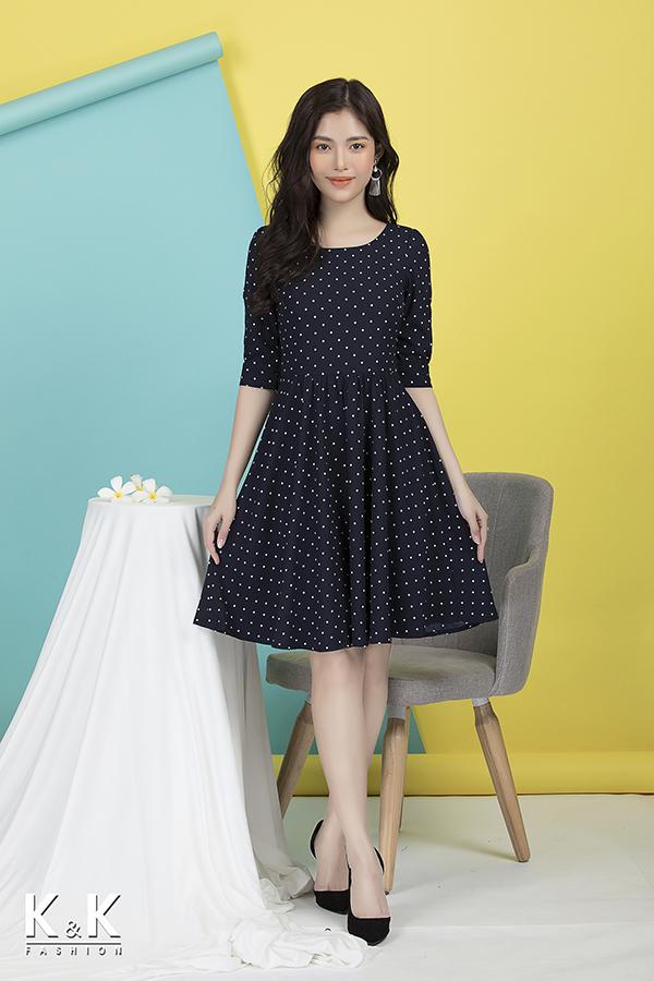 Đầm xòe họa tiết chấm bi KK76-14, giá 430.000 đồng.