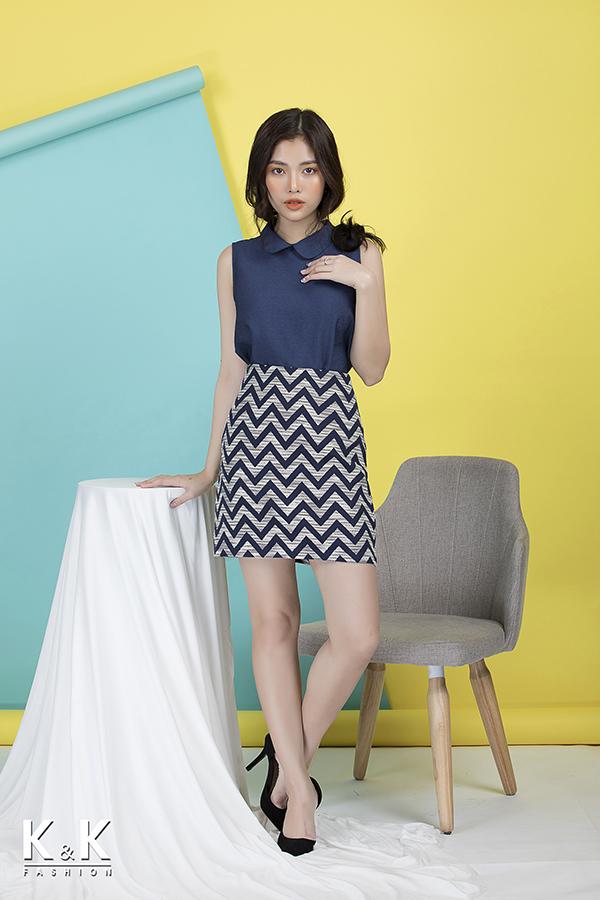 Combo áo kiểu ASM01-24, giá 260.000 đồng; chân váy họa tiết CV01-17, giá 260.000 đồng.