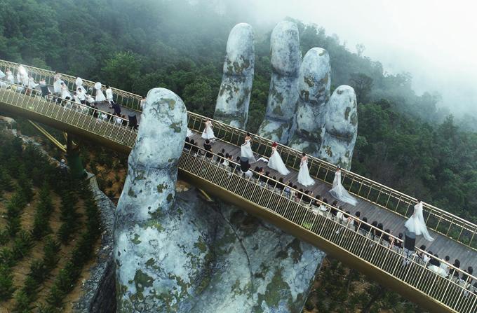 Cầu Vàng trên đỉnh Bà Nà được chọn làm địa điểm tổ chức chương trình Dạo bước trên mây.