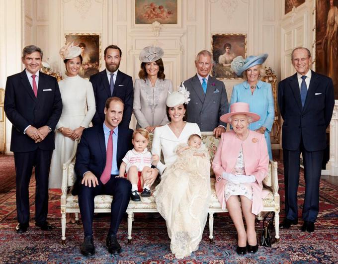 Trong năm 2015, tại lễ rửa tội của Công chúa Charlotte có sự góp mặt đầy đủ của cả Nữ hoàng Elizabeth và Hoàng thân Philip nhưng thiếu Hoàng tử Harry (lúc đó chưa cưới vợ) và em gái Pippa của Kate cũng chưa lấy chồng.