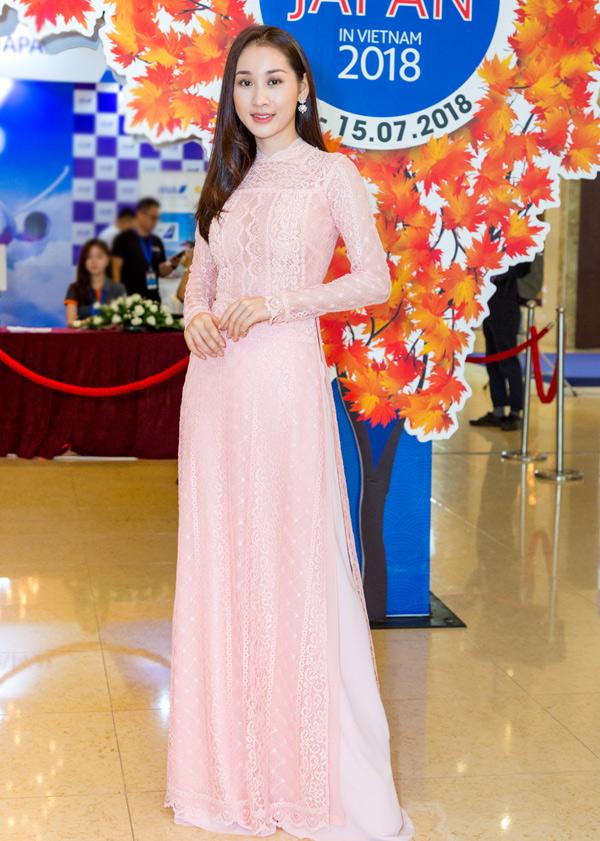 Người đẹp Xuân Quỳnh tới tìm hiểu văn hóa, du lịch xứ phù tang và mua sắm các vật dụng xuất xứ từ Nhật.