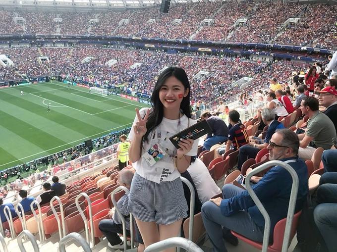 Á hậu Thanh Tú là một khán gải hâm mộ cuồng nhiệt môn bóng đá. Cô quyết định sắp xếp thời gian sang Nga để theo dõi trận chung kết World cup 2018.