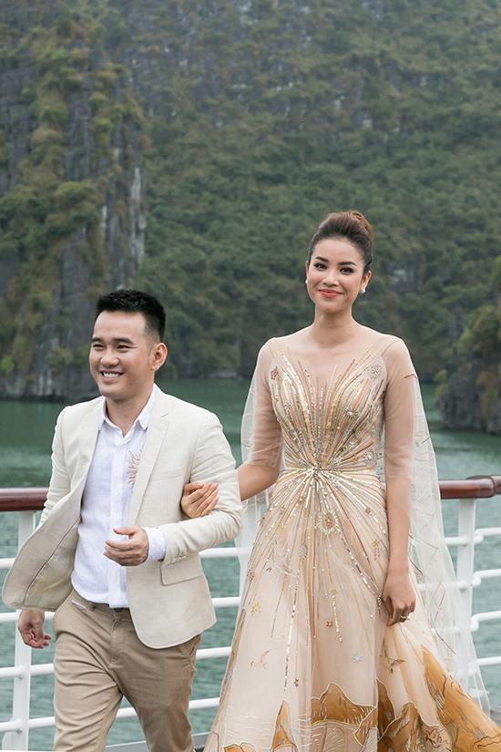 Lê Thanh Hòa và vedette Phạm Hương.