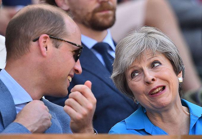 [Caption]aNgoài cặp vợ chồng hoàng gia, Thủ tướng Anh Theresa May và nhiều ngôi sao nổi tiếng, trong đó có nam diễn viên Hugh Grant và Tom Hiddleston cũng có mặt.aNgoài cặp vợ chồng hoàng gia, Thủ tướng Anh Theresa May và nhiều ngôi sao nổi tiếng, trong đó có nam diễn viên Hugh Grant và Tom Hiddleston cũng có mặt.