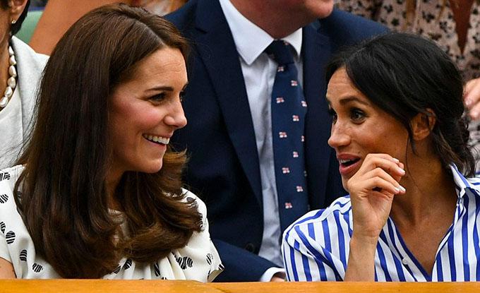 Mối quan hệ chị em dâu dường như rất khăng khít và thân thiết khi cả hai liên tục trò chuyện cười đùa cùng nhau.