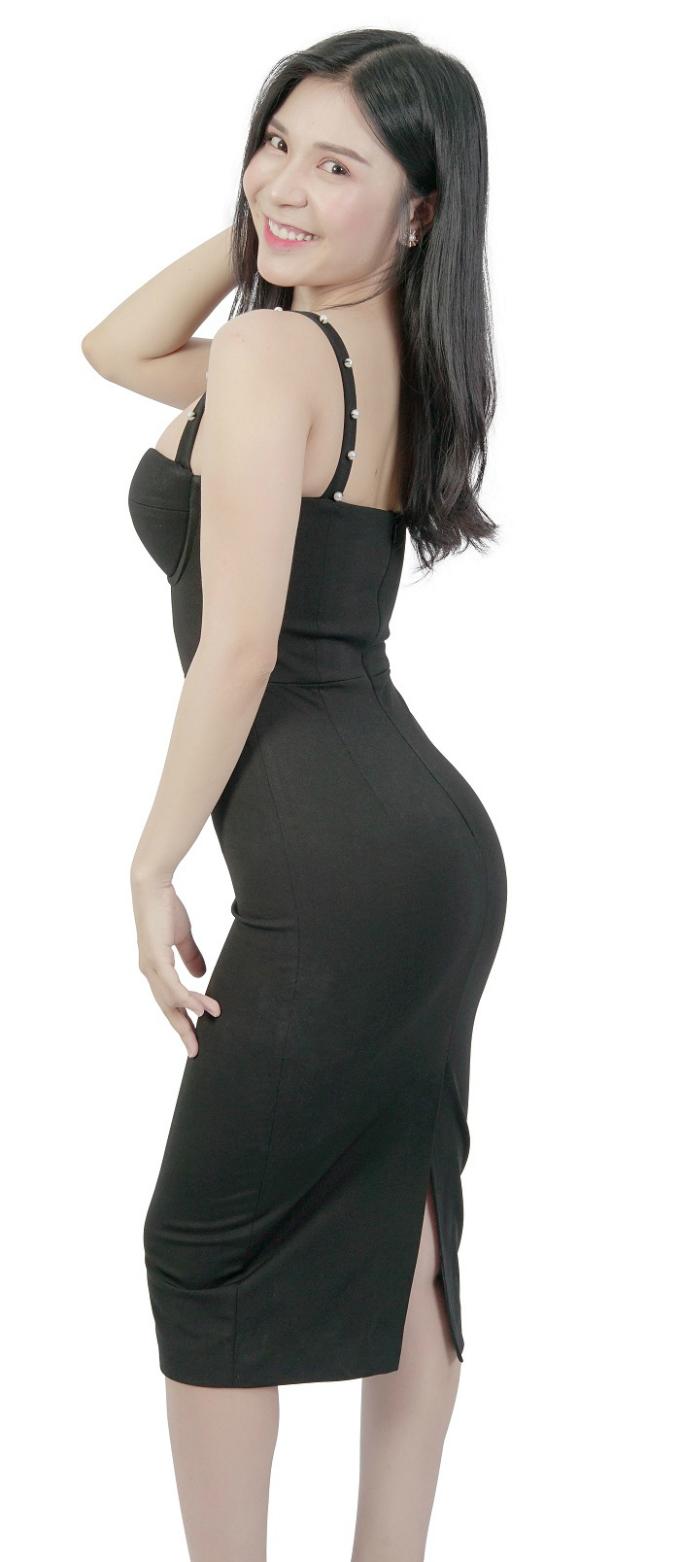 Nữ diễn viên 9x cho rằng, phẫu thuật thẩm mỹ cũng là một cách làm đẹp, tuy nhiên không nên quá lạm dụng.