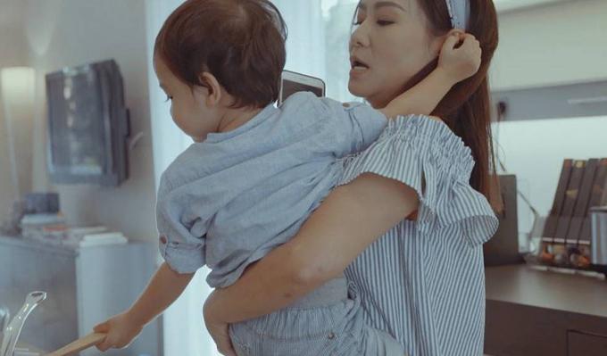 Bé Gấu, con trai đầu lòng của Thu Minh, xuất hiện trong MV của mẹ.