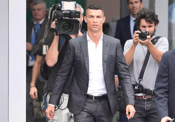 C. Ronaldo xuất hiện bảnh bao tại trung tâm y tế của CLB Juventus -J Medical Centre sáng 16/7.