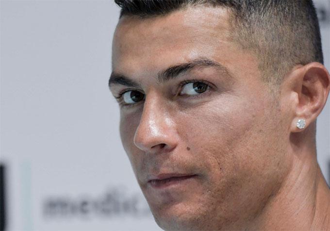 C. Ronaldo sớm tạo ra các hiệu ứng tốt cho Juventus khi tăng lượng fan trên các mạng xã hội cho đội bóng, lượng bán áo đấu cũng đi lên đột biến.