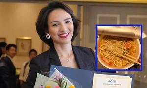 Hoa hậu Ngọc Diễm ăn mỳ ly trong ngày sinh nhật ở Nhật Bản