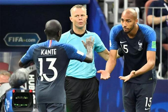 Kante rời sân nhường chỗ cho NZonzi phút 55. Ảnh: TS.