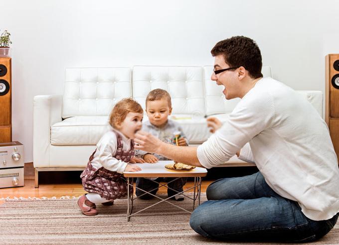 Những ông bố dành nhiều thời gian chăm con cũng dễ cảm thông hơn với vợ mình. Ảnh:Dreamstime.