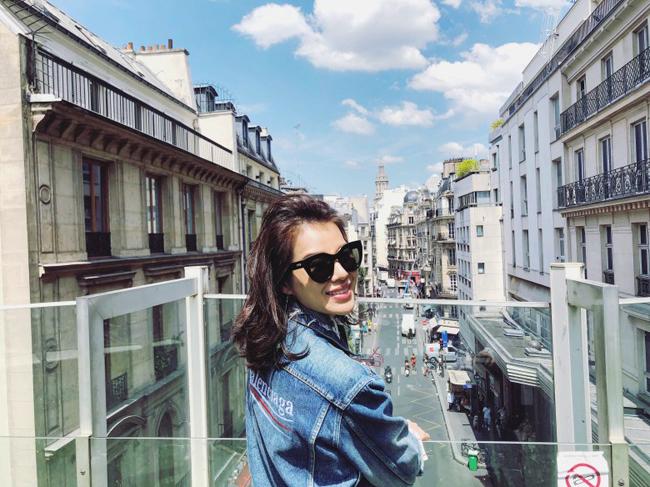Mỹ nhân Hong Kong chia sẻ cô đã có những tháng ngày du hý rấtý nghĩa tại đất nước Pháp xinh đẹp.