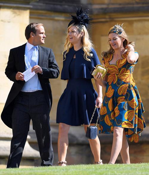 Người yêu cũ của Hoàng tử Harry - Chelsy Davy (ở giữa) trên đường tớidự đám cưới Hoàng tử. Ảnh: Pinterest
