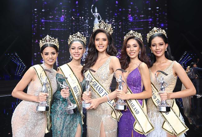 Cô gái nghèo Thái Lan quỳ lạy bố mẹ khi đăng quang Hoa hậu - 2
