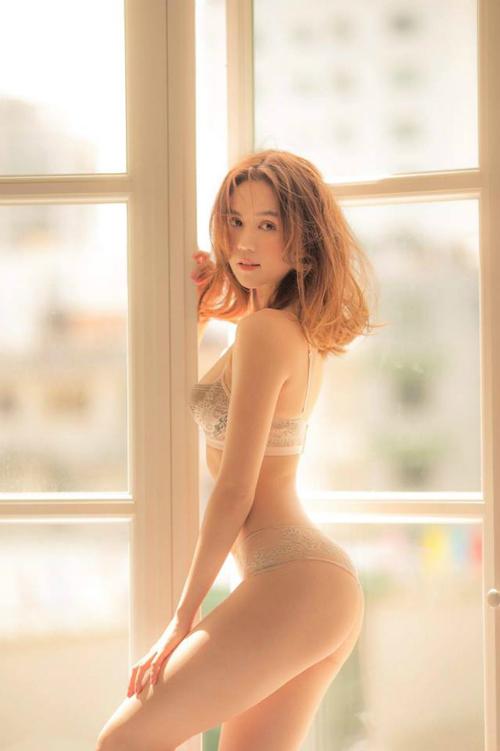 Ngọc Trinh diện bikini khoe body nóng bỏng. Người đẹp bình luận: 30 chưa phải là già. 30 cho biết chị mặn mà hơn xưa.
