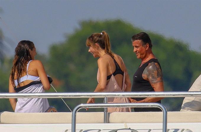 Sylvester đã kết hôn với Jennifer Flavin từ năm 1997 và có tất cả 3 cô con gái.