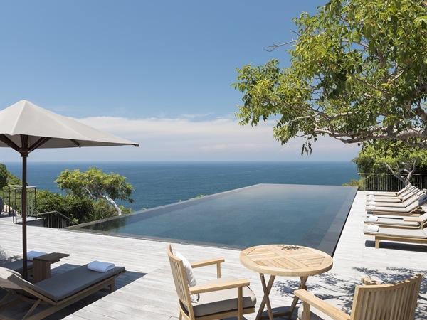 Đến Amanoi Resort, du khách sẽ được tận hưởng không gian yên bình, đắm mình trong vẻ đẹp của biển, rừng cây và trải nghiệm những dịch vụ sang trọng, đẳng cấp với mức giá từ 14 triệu đồng đến 120 triệu đồng một đêm.