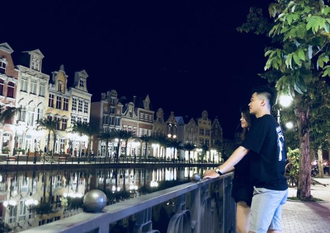 Buổi tối, đứng từ phố cổ nhìn sang Đại lộ giấc mơ đẹp tựa như những cung đường ở Singapore.