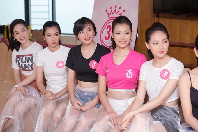 Đỗ Mỹ Linh thị phạm catwalk cho thí sinh Hoa hậu VN - 1