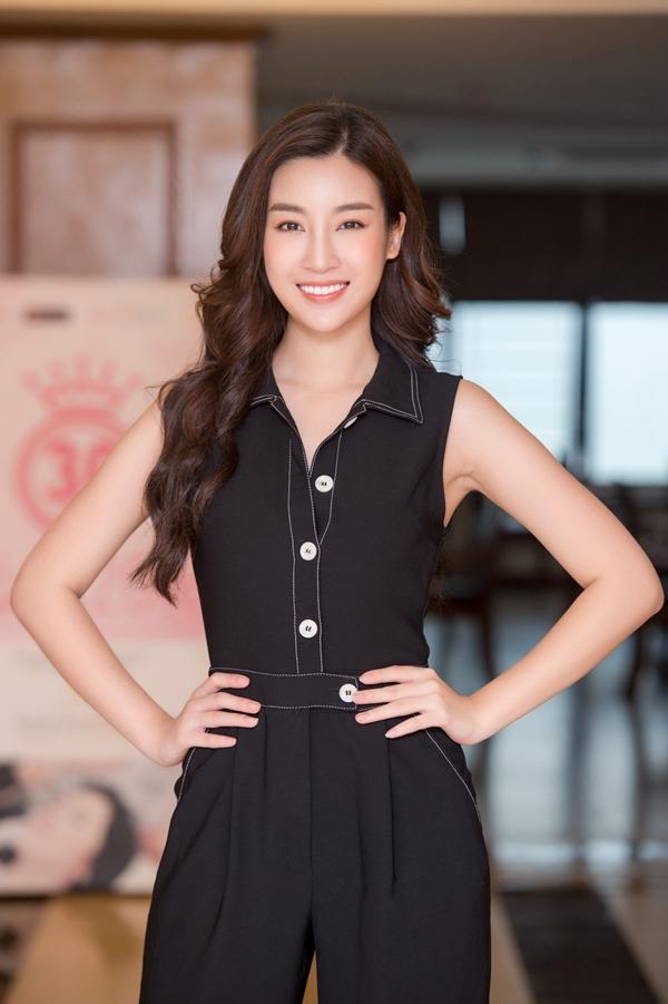 Đỗ Mỹ Linh thị phạm catwalk cho thí sinh Hoa hậu VN - 3
