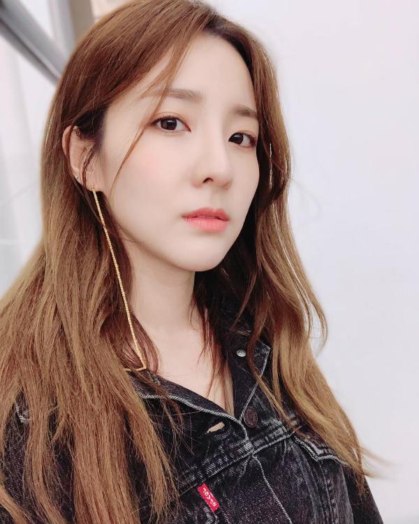Tuyệt chiêu giữ làn da không tuổi của thành viên già nhất nhì nhóm 2NE1 - 2