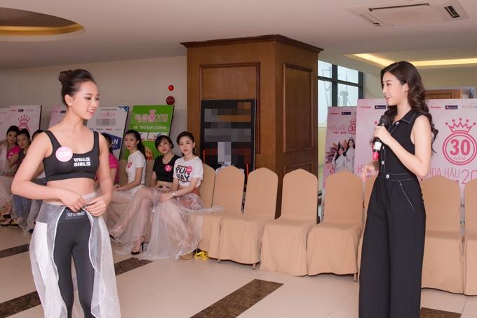 Đỗ Mỹ Linh thị phạm catwalk cho thí sinh Hoa hậu VN - 5